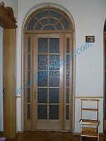 Двери с аркой